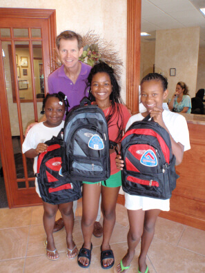 Dunedin FL Dentist Dr. Pitts finds 3 young ladies a backpack